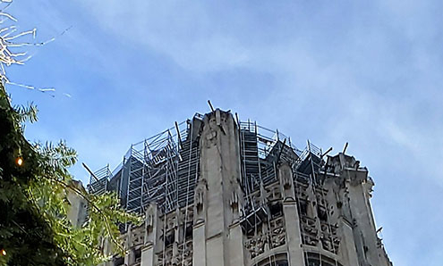 Tribune Tower scaffolding - closer view